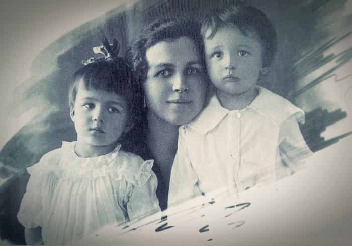 Леніла Чарняўская з дзецьмі.